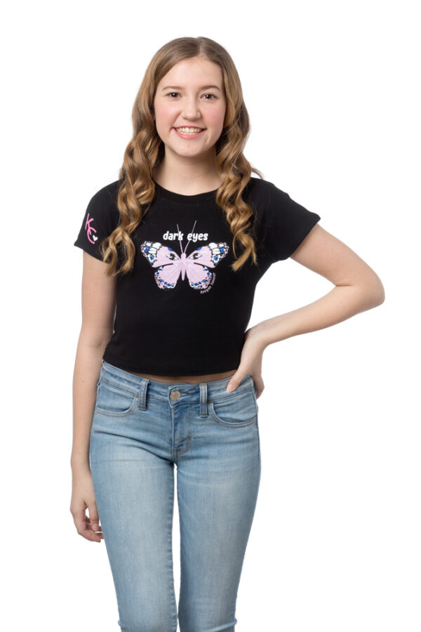 BUTTERFLY – Fitted black short sleeve crop tee